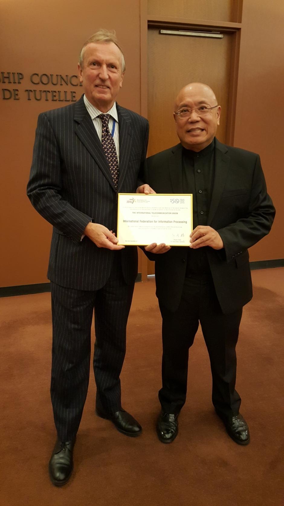 Stephen Ibaraki with ITU Deputy Secretary-General, Malcolm Johnson at UN WSIS+10